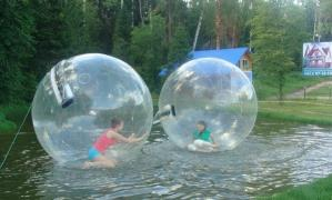 Renting water attractions at events of various form